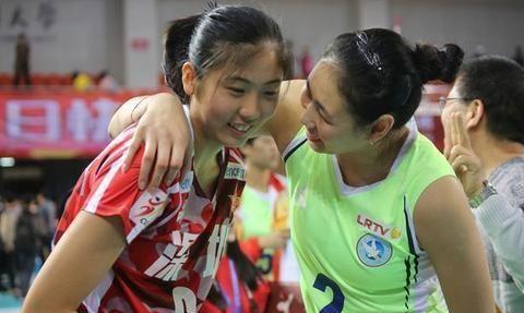 她曾经是郎导最看好的球员,如今离国家队越来越远,成队友背景板
