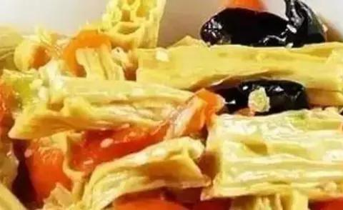 腐竹木耳煲,双莓酸奶冰棍,回锅月牙骨,玉米炒黑木耳