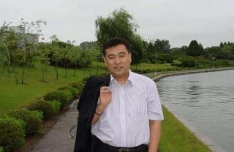 他母亲是清华校长,在央视兢兢业业32年,58岁还是孤身一人!