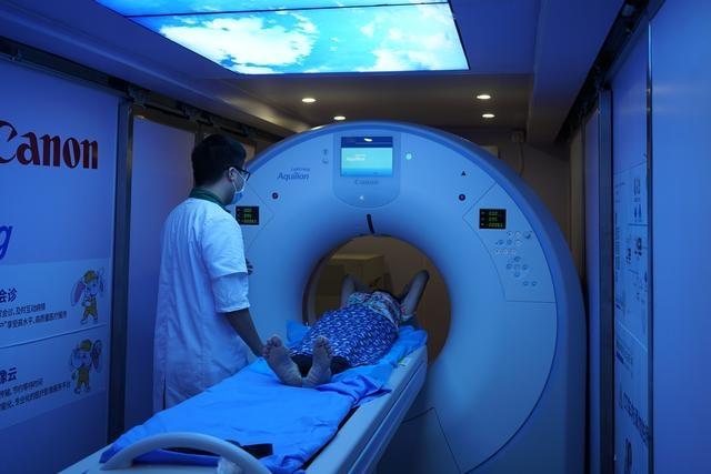 公益惠民,茂名市人民医院开展移动肺癌筛查服务
