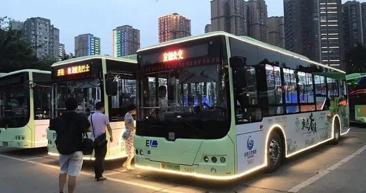 赏灯城美景 自贡开通3条暑期公交旅游专线每人每票10元