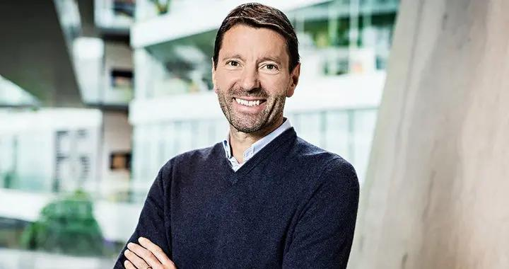 Adidas与现任CEO续约合同
