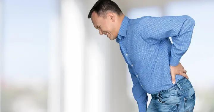 体内有癌,腰背先知,腰背若有这一种变化,很可能是癌症的信号