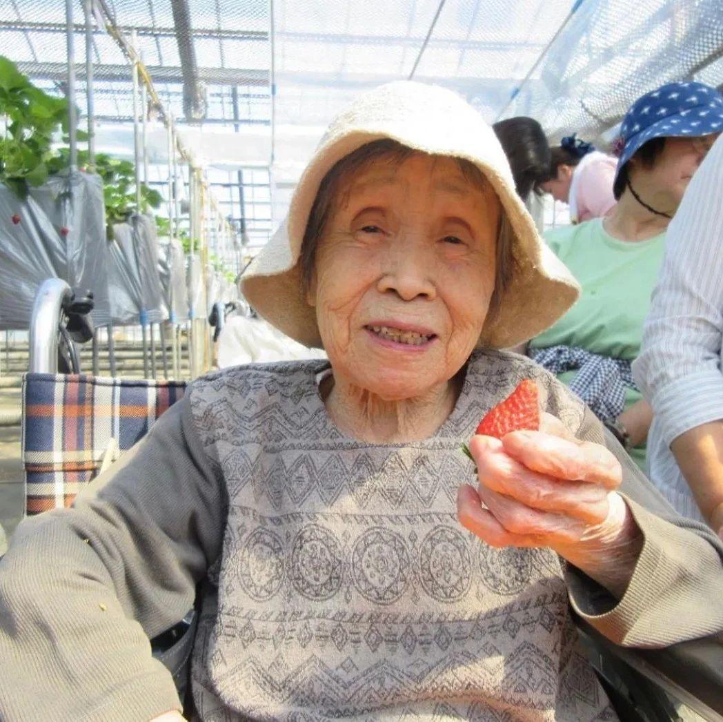 """日本养老院老人日常生活曝光!这些""""老baby""""也太可爱了吧…"""