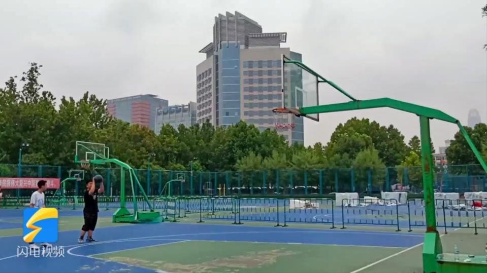 山东省体育中心篮足球场将分时段低收费,开放时段及收费标准公布