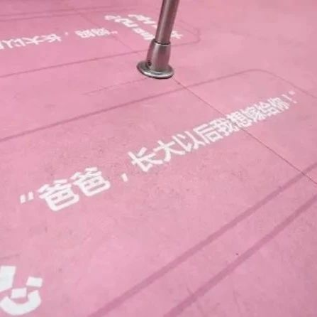 """""""长大嫁给爸""""""""长大想娶妈""""…深圳地铁现雷人广告标语"""