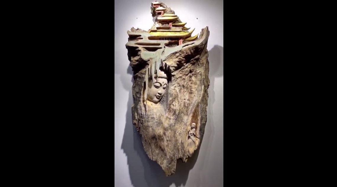 捡了块废弃树皮,看看能否利用好它 聚艺木雕
