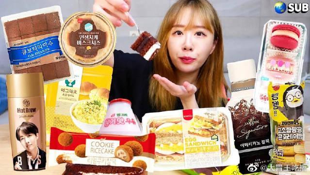 美女今天吃提拉米苏、芝士蛋糕、鸡蛋三明治、炸鸡三明治!