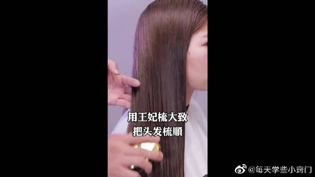 理发店是怎样把头发吹的柔顺亮丽的……