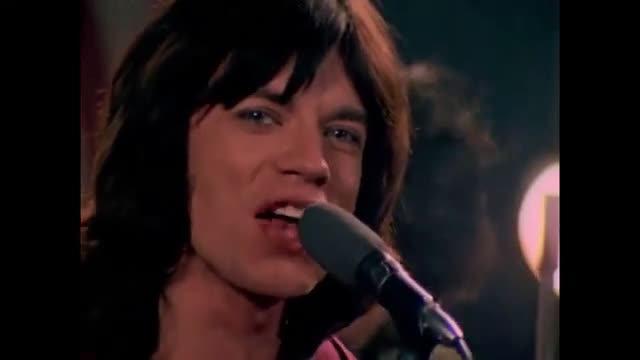 滚石乐队1968年电视节目中现场献唱《Jumpin Jack Flash》……