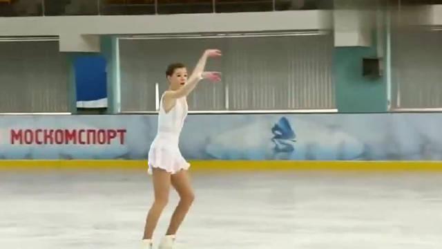 俄罗斯花样滑冰运动员表演,这样的表演你打几分?