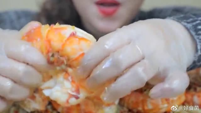 老虎虾,辣白菜煮的又酸又辣!一看就超级好吃了
