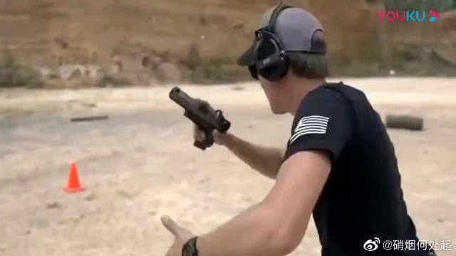 国外特种兵手枪精准射击训练,这是日常训练吧