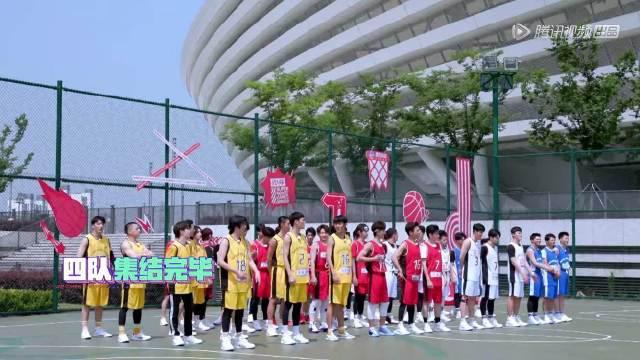 """🐳:""""大家好 我是这次男子三对三篮球赛的金牌教练黄景瑜"""" 大家"""