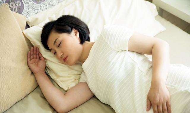 孕妈夜里4种行为,往往是胎儿发育不良的诱因,准妈妈需要改善下