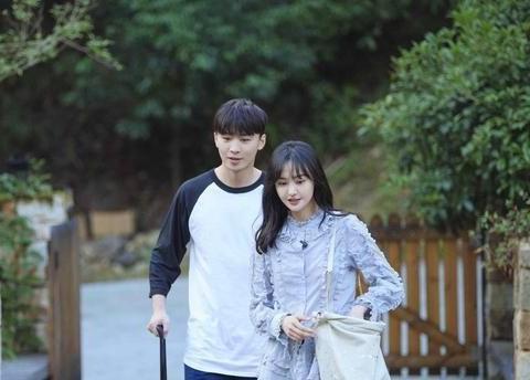 女演员郑爽和她的男朋友张恒已经分手,相爱两年了