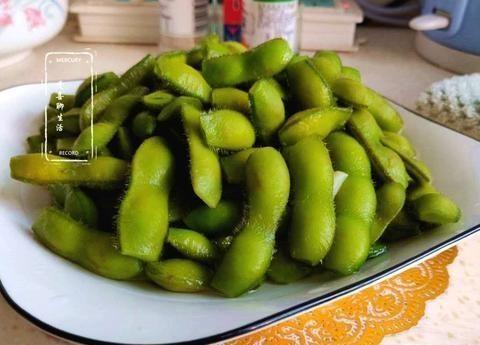 为什么水煮绿豆软烂好吃,翠绿在大摊位?原来手术有诀窍