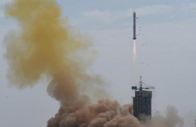 12点01分,长征二号丁火箭在酒泉发射成功,创造一项中国航天记录