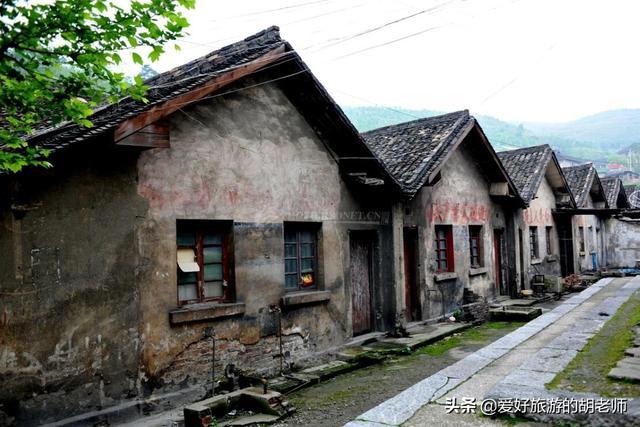 百年历史的世界锑都,如今旧址只剩下老建筑,满眼衰败
