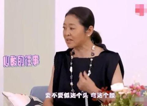 倪萍从心底不服老,录节目还穿无袖裙,61岁打扮比年轻人还潮