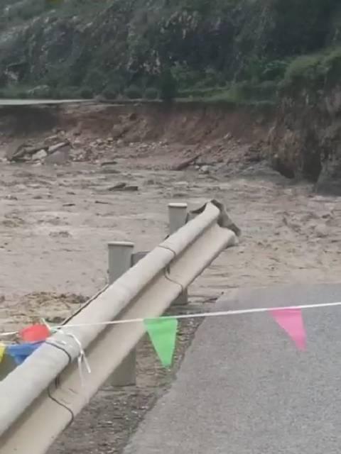 陕西242国道洛南石门段水毁严重道路中断