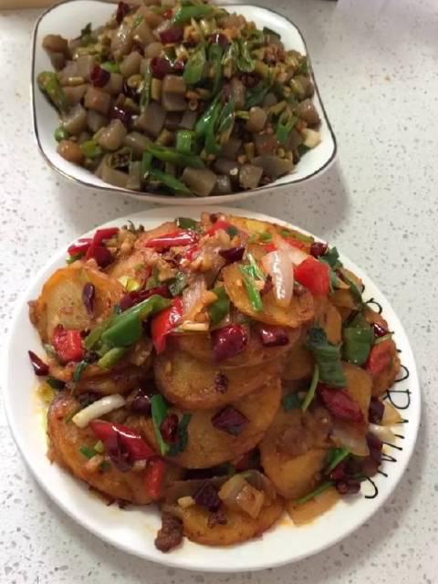 超级下饭菜 干锅土豆 酸豇豆炒魔芋 成本只需几块钱 每次做这两个