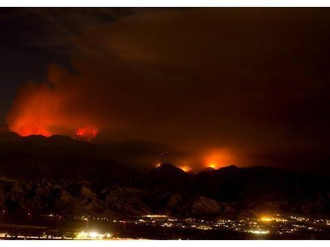 柴油车猛喷火星 点燃 加州 苹果大火 10500公顷烧毁