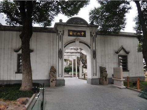 江苏最高人气的公园,园内景区不输苏州园林,文化深厚颇受欢迎