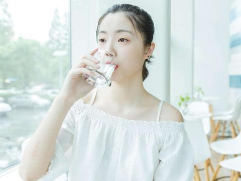 孕期羊水不足,别只傻乎乎的喝水,羊水不足的这几种表现要知道