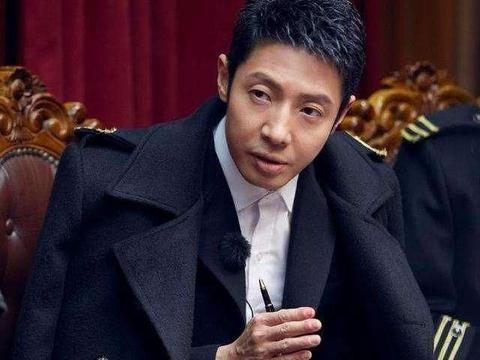 前央视主持人阿丘,曾让中国向世界鞠躬道歉,他现状如何?