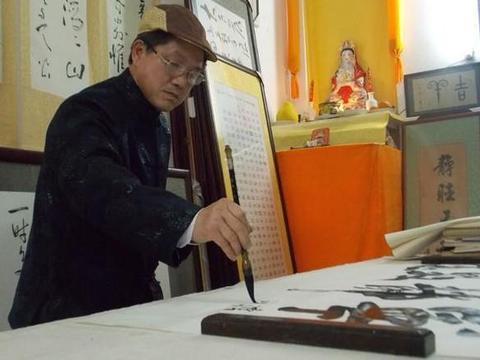中书协理事热衷江湖体书法,网友:按诈骗罪论处,以儆效尤