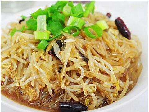 美食精选:河粉蒸排骨、蜜汁核桃杂蔬鸡肉卷、豆芽炒粉条、娃娃菜