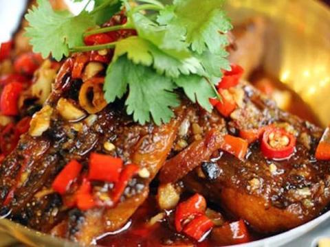 教你营养好吃的蒜瓣焖草鱼,简单易做又家常美味,每次一盘不够吃