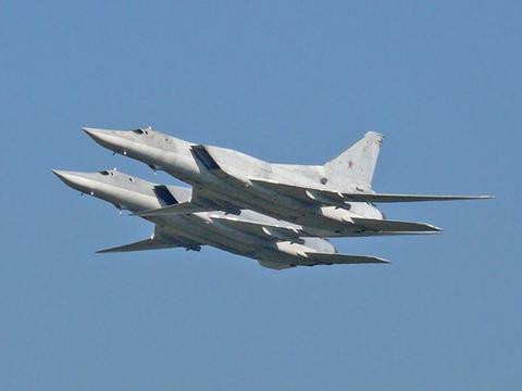 大战一触即发?美俄再起摩擦,俄2架战略轰炸机闯入美演习海域