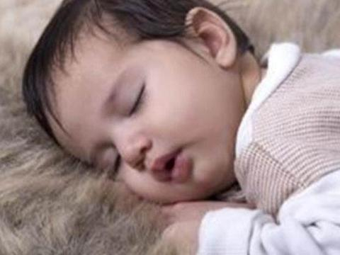 宝宝这三种睡姿,会影响新生儿颜值和头骨形状,妈妈发现要纠正