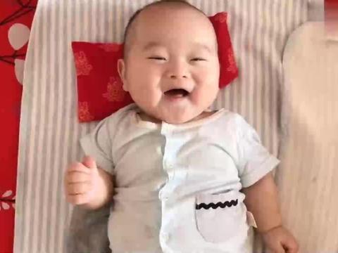 五个月的宝宝看见老爸又是笑,又是喊,嗓门还挺大,一听就是男孩
