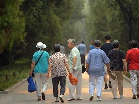 """中国将迎来人口危机!""""老龄化加出生率下滑"""",经济发展怎么办?"""