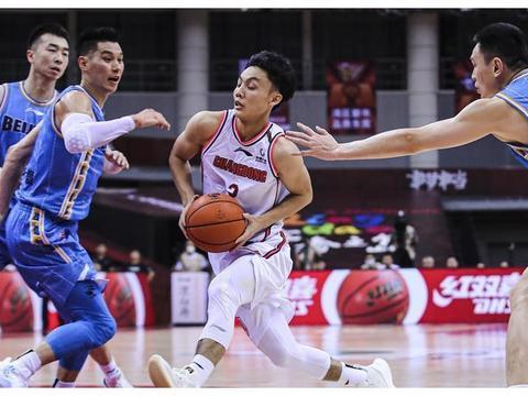 京粤一战,赵睿仅有4分进账,他在国家队后卫竞争中还有优势吗