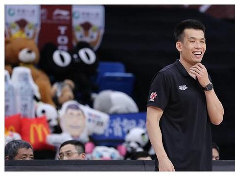 惨遭19分大逆转,北京首钢士气遭重创,主教练该为输球负责