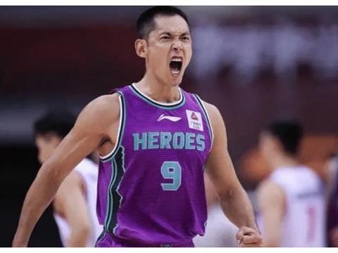 张庆鹏用坚持诠释对篮球的尊重:训练后坚持夜跑,怕感冒不开空调