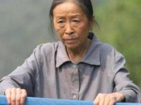 """""""丑娘""""张少华,曾带人抄新凤霞的家,打残其腿,多年后报应来了"""
