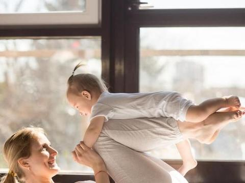 """6个月内宝宝这样""""陪玩"""",不仅能促进发育,还能提高智力!"""