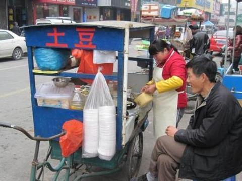利润超高的街头小吃,最坑人的狼牙土豆,成本不到1块钱