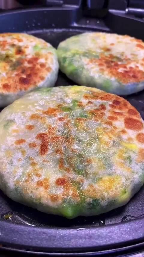 韭菜鸡蛋馅饼这样做,大人小孩都喜欢吃!