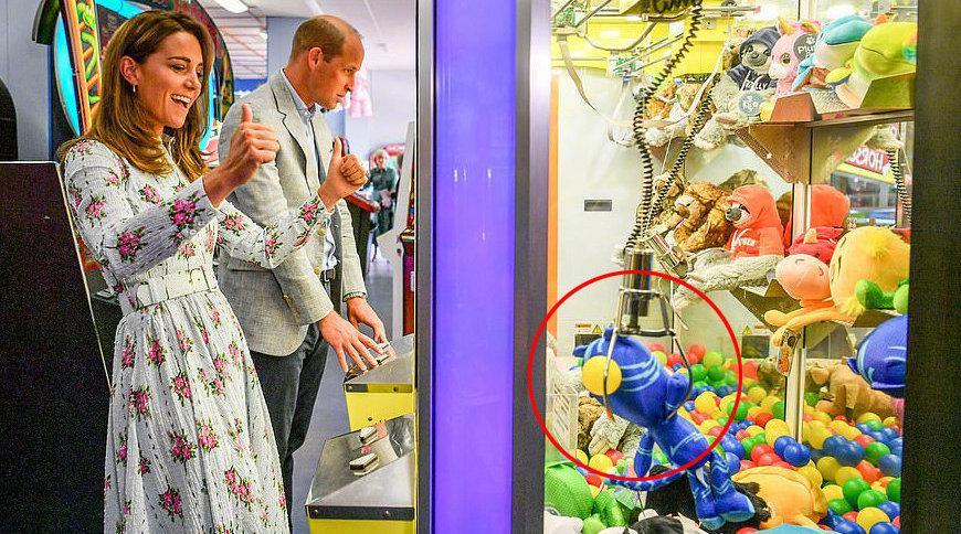 当地时8月5日,威廉王子和 访问英国的巴里岛……