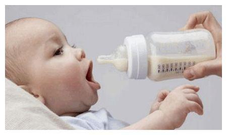 """宝宝奶瓶多久换一次?超过这一期限,相当于给娃喂""""毒奶"""""""