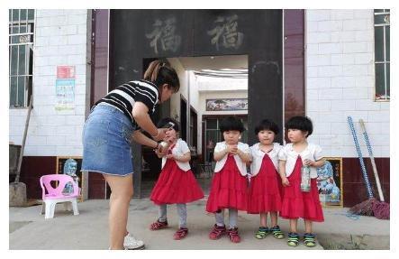 一胎生1个女儿,二胎生2个女儿,等三胎出生后,婆婆有的忙活了
