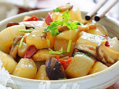 韭菜鱿鱼须,香菇烧萝卜,清炒藕丝,什锦面片汤的做法