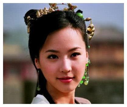 她24岁与马景涛未婚先孕,34岁被丈夫抛弃,如今36岁为儿子复出!