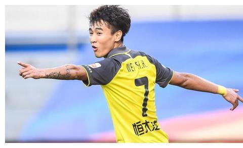 广州恒大完胜深圳佳兆业,诠释了姜还是老的辣,进球还是韦世豪稳